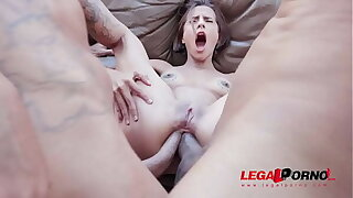 First majority double anal for Lady Milf YE059