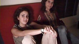 Michaelle et Emilie, deux petites beurettes en triune sensuel